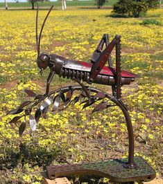 Metal Yard Art, Scrap Metal Art, Ceramic Pottery, Ceramic Art, Metal Chicken, Creation Deco, Rusty Metal, Iron Art, Outdoor Sculpture