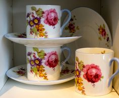 Floral coffee cups.