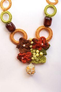 Artículos similares a Original modern necklace-Accessory for extraordinar woman en Etsy