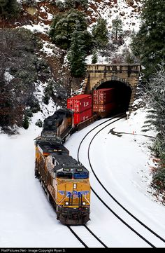 High quality photograph of Union Pacific GE # UP 7938 at Donner Pass, California, USA. Union Pacific Train, Union Pacific Railroad, Ho Trains, Model Trains, Train Car, Train Tracks, Dazzle Camouflage, Factory Architecture, Railroad History
