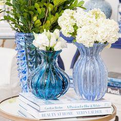 { Into the Blue } Tem murano novo  e tão lindo  #decor #murano #inlove #interiors #intotheblue #living #design #flowers #details #books #nook #styling #interiordesign