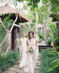 What a lovely morning with the bride's favorites. Styled & designed by @paper_diamonds double tap for all the vendors! . . . . #bridesmaids #takemebacktobali #bali #baliwedding #baliweddingphotographer #baliluxurywedding #baliweddingplanner #destinationwedding #destinationweddingphotographer #contax645 #film #filmphotography #weddinginspiration #fineartweddings #vancouverdestinationweddings by nadiahungphotography