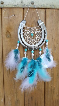 Lucky Sun catcher with white cotton yarn, white mother of pearl beads, turquoise c … - Diy & Crafts Trend Horseshoe Projects, Horseshoe Crafts, Horseshoe Art, Decor Crafts, Diy And Crafts, Arts And Crafts, Horse Crafts, Feather Crafts, Craft Sale