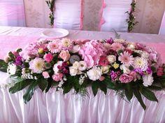 pink and white flower arrangement  #pinkflowers #pinkwedding #sweetdecorations