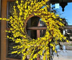 20-22 Forsythia wreath/spring wreath  Nothing says Springtime like the first yellow flowers of forsythia blooms. This yellow forsythia wreath is