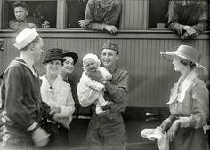 "Daddys Back: 1919 ""U.S. Army. Return of Washington, D.C., soldiers."""