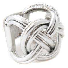 Naval Knot Big Silver - De IssaMadeBy-collectie bestaat uit handgemaakte schakelarmbanden en leren armbanden in diverse kleuren. De leren armband is van rund- of varkensleer en nikkelvrij metaal, en sluit met 2 drukknopen. Het logo van Issa staat bij de sluiting ingestanst. Elk ontwerp heeft een oplage van maximaal 25 stuks.   Afmeting: breed 6 cm, lengte instelbaar tussen 21,5  en 24 cm.