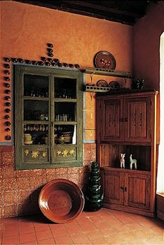 (Recessed storage)Cocinas Mexicanas Tradicionales - All photos © Melba Levick Mexican Style Decor, Mexican Style Homes, Mexican Kitchen Decor, Mexican Kitchens, Spanish Style Homes, Spanish House, Spanish Tile, Spanish Colonial, Adobe Haus