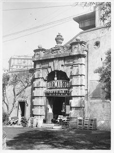 Il Bar Marconi, caffè - latteria e birreria che si trovava sotto Salita della Provvidenza a Genova (anni '30-'40)
