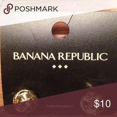 Price drop 🎉 gold knot earrings Banana republic gold knot earrings classic look and brand new! Banana Republic Jewelry Earrings