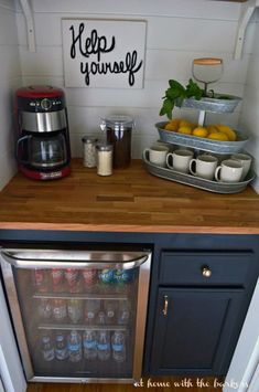 The best ways to build your own Coffee Station at Work, these ways will Give you inspiration Coffee Bars In Kitchen, Coffee Bar Home, Home Coffee Stations, Coffee Area, Coffee Nook, Coffee Wine, Coffee Corner, Coffee Bar Design, Coffee Mugs