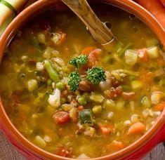 ¡Hola chicas! Hoy os enseño una de mis recetas favoritas. Esta sopa se llama minestrone y es italiana. Esta deliciosa, es muy saciante y perfecta para calentarnos estos días tan fr