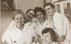 """În anii '60, câțiva cercetători români au testat pe propriile corpuri un vaccin ce avea să ne protejeze pe noi toți de infecții decenii la rând. """"Ne-am injectat şase zile la rând câte 2 mililitri"""",…"""