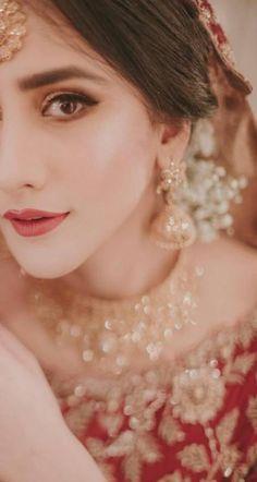 29 New Ideas Eye Makeup Bridal Indian Desi Bride Desi Bride, Desi Wedding, Bride Look, Wedding Looks, Wedding Pics, Wedding Themes, Wedding Bride, Wedding Ideas, Pakistani Wedding Outfits