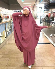 Сестрёнки ,мои хороооошие))Сегодня -завтра последние дни ,когда именно вы можете приобрести этот нежный как облачко химар +юбка💞Ткань-… Moslem Fashion, Niqab Fashion, Modest Fashion, Fashion Outfits, Hijab Niqab, Hijab Chic, Muslimah Clothing, Abaya Mode, Hijab Stile