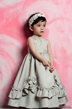 This is a very sweet look for a flower girl :)