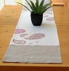 Hand painted table runner, linen lined with cotton, 2 tones (beige and off-white), X painted in red and hot pink on Etsy Table Dressing, Table Runners, Hand Painted, Unique Jewelry, Handmade Gifts, Tableware, Painting, Etsy, Vintage