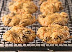 Biscuits de flocons d'avoine, carotte, raisins secs | Recettes | Mon assiette | Plaisirs Santé Healthy Muffins, Healthy Cookies, Bread Recipes, Cookie Recipes, Biscuit Cookies, Macarons, Oatmeal, Deserts, Food And Drink