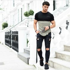 Take ideas from the various stylish outfits for guys in summer, mens summer clothes styles, mens casual summer fashion given in this post. Fashion Moda, Urban Fashion, Mens Fashion, Fashion Guide, Fashion Ideas, Daily Fashion, Style Fashion, Streetwear, Stylish Men