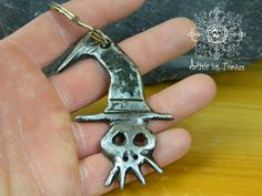 gift ideas  skull wizard keychain metal, skull,key holder,iron,wizard,zombi, gift,wrought iron,gothic,steampunk,geek,handmade (Dead Wizard)