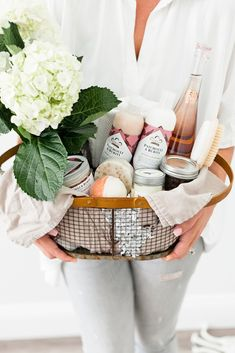 Mommy Gift Basket, Homemade Gift Baskets, Spa Basket, Holiday Baskets, Mother's Day Gift Baskets, Themed Gift Baskets, Basket Ideas, Mothers Day Spa, Spa Day Gifts