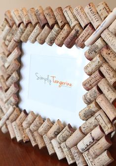 A Corky Souvenir – Wine Cork Picture Frame. Would be cute frame for winery/wine tasting photos. Wine Craft, Wine Cork Crafts, Wine Bottle Crafts, Diy Arts And Crafts, Crafts To Do, Home Crafts, Wine Cork Art, Wine Cork Frame, Wine Cork Projects
