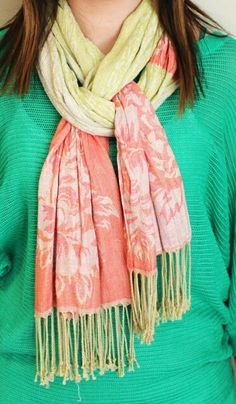 Fashion, Floss and Lip Gloss: How to Wear: A Scarf 12 Different Ways cafsew colours Ways To Wear A Scarf, How To Wear Scarves, Tie Scarves, Scarf Knots, Fashion Outfits, Womens Fashion, Fashion Tips, Scarf Styles, Ideias Fashion