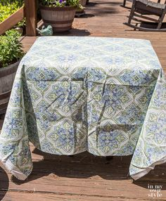 Easy Ways to Make Indoor and Outdoor Chair Cushion Covers Outdoor Lounge Cushions, Patio Cushions, Cushions On Sofa, Outdoor Chairs, Floor Cushions, Outdoor Rooms, Indoor Outdoor, Outdoor Living, Patio Cushion Covers
