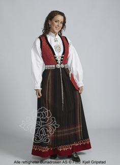 Sognebunad til dame - BunadRosen AS Folk Costume, Costumes, Going Out Of Business, Traditional Outfits, Norway, 7 Continents, Inspiration, Clothes, Genealogy