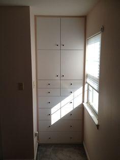 Built-in bedroom cabinet
