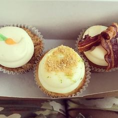 #Food @briecolitzas  After lunch cupcakes? Ok  . . . #cupcakes #cupcakelove #middaysnack #cupcakesforlunch #eatlocal #staugustine #downtown #hiddengem #florida #carrotcake #keylime #breakfastinbed #work #workmotivation #army #bacon #icing #sweetlove #yum #travel