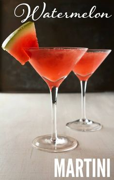 This watermelon martini recipe is delicious and a major crowd pleaser! It's a delicious drink during those hot summer months. Watermelon Martini Recipes, Best Martini Recipes, Watermelon Tequila, Cocktail Recipes, Cocktail Drinks, Lemonade Cocktail, Holiday Cocktails, Summer Martinis, Drink Recipes