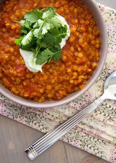 Dahl-opskrift (recipe in Danish). Veggie Recipes, Baby Food Recipes, Indian Food Recipes, Asian Recipes, Vegetarian Recipes, Food C, Love Food, Healthy Recepies, Food Inspiration