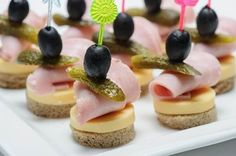 45 Best ideas for snacks for work party finger foods Mini Appetizers, Appetizer Recipes, Snack Recipes, Cooking Recipes, Party Finger Foods, Snacks Für Party, Mini Sandwiches, Tasty, Yummy Food