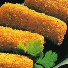 Dutch Croquetten - This yummy Dutch snack is sure to please! Seasoned veal dumplings are breaded and then fried. Replace ground veal with lean beef, chicken, or stuff with spiced Gouda! Dutch Recipes, Cooking Recipes, Amish Recipes, German Recipes, Easy Recipes, Dinner Recipes, Dutch Croquettes, Beef Croquettes Recipe, Snacks Für Party