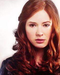 I LOVE Karen Gillan's red hair.