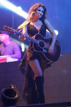 Paula Fernandes faz show em Minas Gerais (Foto: Denilson Santos/AgNews)