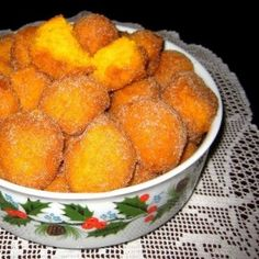 Sonhos de cenoura New Recipes, Sweet Recipes, Snack Recipes, Cooking Recipes, Favorite Recipes, Portuguese Desserts, Portuguese Recipes, Portuguese Food, Xmas Food