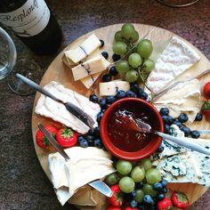My dads #birthday #cheeseplate #kaashuis #trompkaas #kaas #cheese  #resplandy #morbier #briedemeaux #merlijn #saintagur #fromagedaffinois #culinary @trompheemstede @thecheeseandwineco