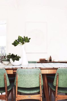 Midcentury modern dining room with sage green chairs Decor, Home, House Styles, Interior Inspiration, Furniture, Interior, Dining Chairs, House Interior, Dining