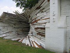 Cette « maison tunnel » est une sculpture réalisée par Dan Havel et Dean Ruck. Une étonnante réalisation pour Art League Houston, qui souhaitait rénover le bâtiment pour en faire un nouveau studio