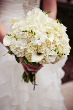 A classic bouquet is always a good choice. Photo by Kelly T. #Weddings #MinnesotaBrides