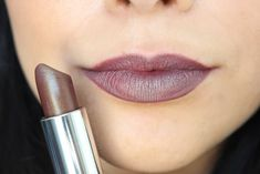 MOLTEN BRONZE: Check out the brand new Maybelline Color Sensational Matte Metallics Lispticks-- ten brand new shades that will bring you from summer to fall in bold style. See swatches and read the re Metallic Lipstick, Lipstick Art, Lipstick Shades, Lipstick Colors, Lip Art, Lip Colors, Drugstore Lipstick, Drugstore Beauty, Beauty Makeup
