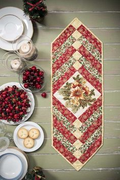 French Braid Quilt as you Go (QAUG) Christmas Table Runner PDF Pattern and Instructions, beginner Quilted Table Runners Christmas, Christmas Table Linen, Patchwork Table Runner, Christmas Patchwork, Christmas Runner, Table Runner And Placemats, Table Runner Pattern, Christmas Sewing, Christmas Quilting