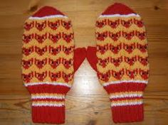 Finnish ''pihlajan marja'' candy fox mittens :D