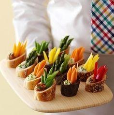 #TuFiestaTip -Utiliza rebanadas de baguettes para unos bocadillos fáciles de hacer, satisfacen lo suficiente.
