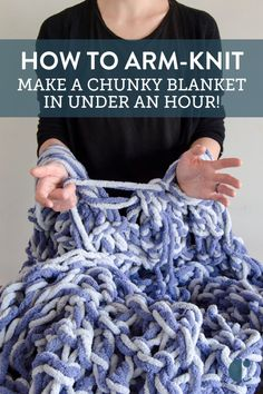 How To: Arm-Knit a Blanket in Just One Hour! Make an arm knit blanket in under an hour. If you don't think you have the time to make handcrafted Christmas gifts this year, you need to watch our video! Hand Knit Blanket, Chunky Blanket, Knitted Blankets, Large Knit Blanket, Finger Crochet, Finger Knitting, Hand Crochet, Sock Knitting, Knitting Machine
