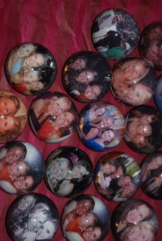 This is a cute idea for party favors. These are photo magnets that your bachelorettes will always be able to cherish! #free bachelorette party favor ideas #cute party favors #DIY party favors