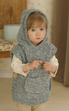 Knitting pattern for chunky hooded poncho bebe Poncho Knitting Patterns, Crochet Poncho, Loom Knitting, Knit Patterns, Free Knitting, Crochet Baby, Crochet Summer, Knitting And Crocheting, Beginner Knitting