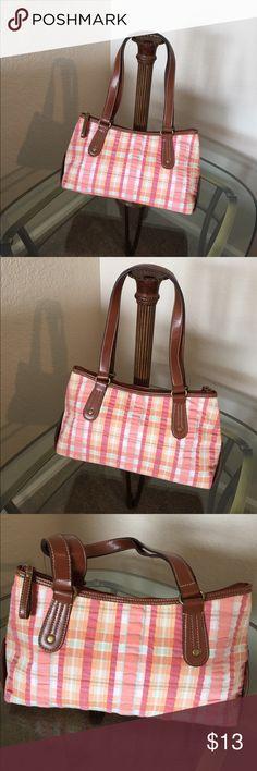 Croft & Barrow pastel purse Pastel Croft & Barrow purse. 13 x 4 x 7 croft & barrow Bags Hobos